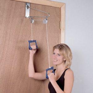 מכשיר התעמלות שנתלה על הדלת