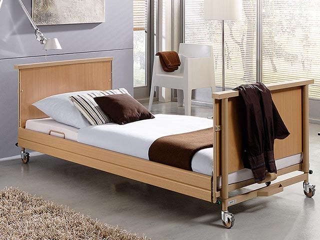 Nursing low-adjustable Dalley bed, including a mattress, triple and transportation