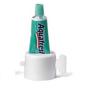 אביזר עזר להוצאת משחת שיניים
