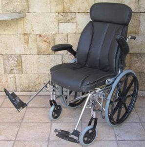 טרקלין – כורסת גלגלים לשימוש פנים וחוץ