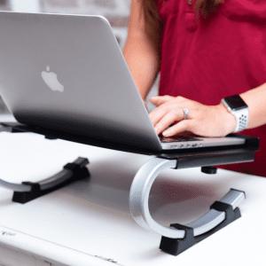 מעמד מתכוונן ארגונומי למחשב נייד דגם CAS-084 – תוצרת CASIII