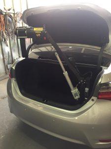 מנוף הרמה חשמלי לקלנועיות או כיסאות גלגלים – דגם 022