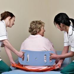 קרש העברה עזר למטפל